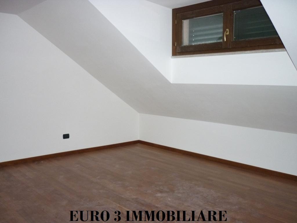 1165 SALE ASCOLI PICENO FIELD PARIGNE4