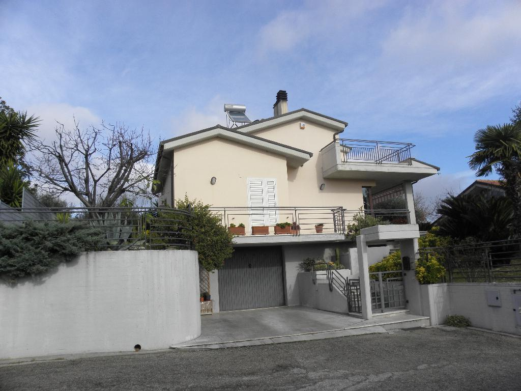 Villa o villino ACQUAVIVA PICENA CASA DEL FOCOLARE/AR