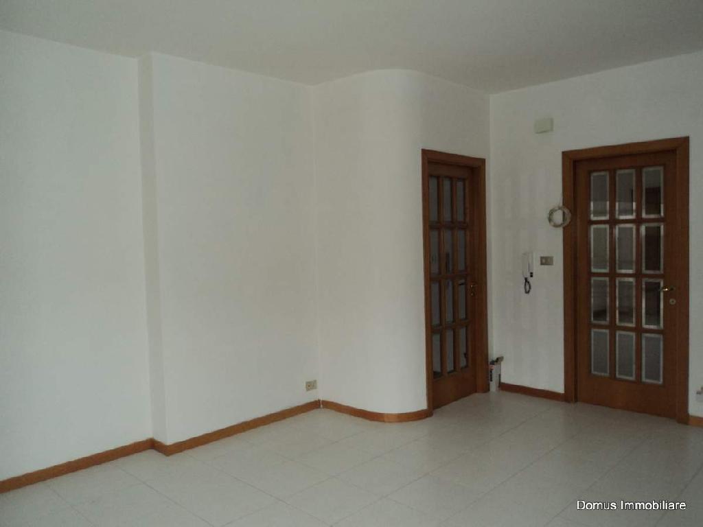 Appartamento in affitto a Folignano, 5 locali, prezzo € 400 | Cambio Casa.it